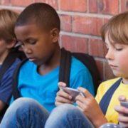 لوازم جانبیهای ضروری برای گوشی کودکان