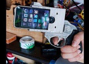 نگهدارنده گوشی به شکل اسلحه