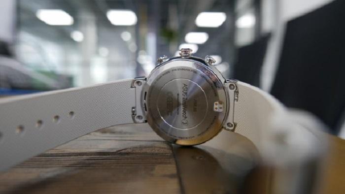 ساعت Asus Zenwatch 3 از نمای عقب