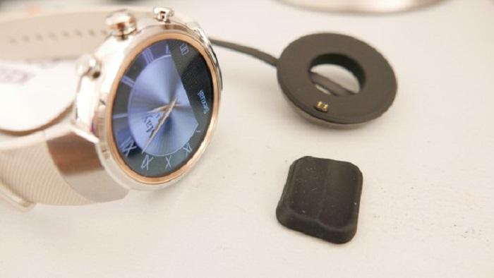 ساعت هوشمند ایسوس Zenwatch 3 به همراه استند شارژ