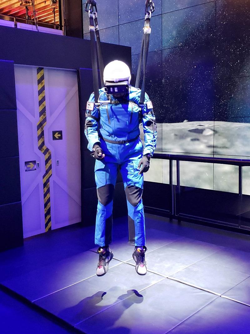 سفر به ماه با عینک واقعیت مجازی