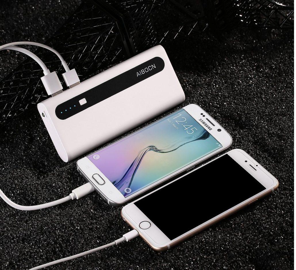 استفاده از پاوربانک برای شارژ دو گوشی