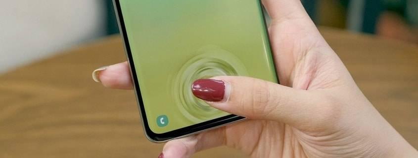 صفحه نمایش گوشی کار نمیکند.