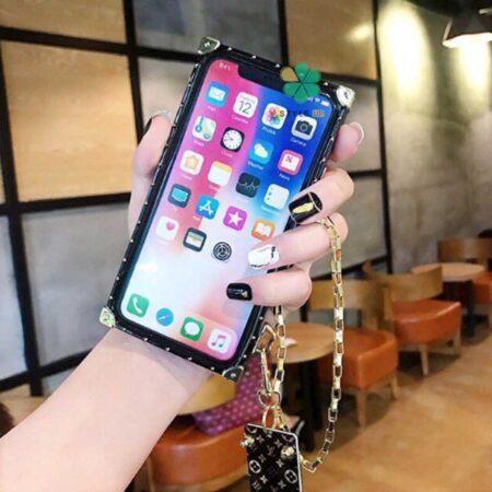 عکس قاب گوشی اپل آیفون Apple iPhone 13 مدل صندوقی لویی ویتون